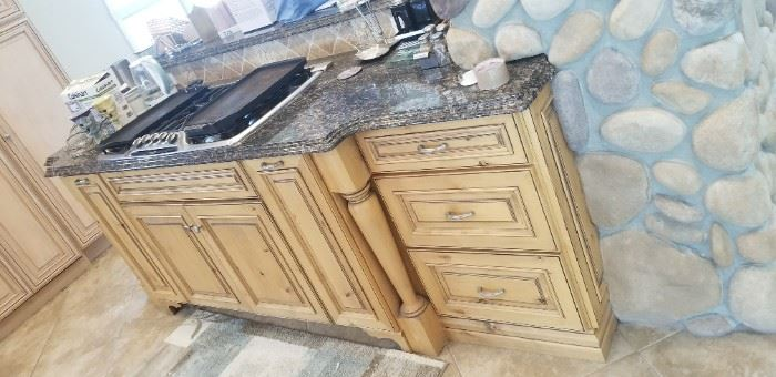 Matching peninsula with cook-top is included in the sale of the kitchen